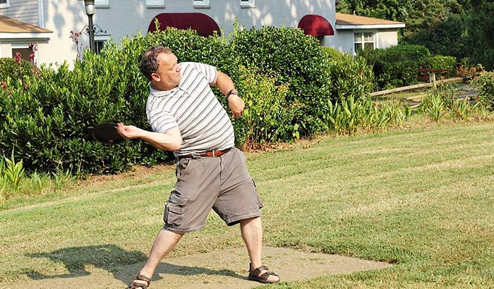 how to throw a disc golf forehand
