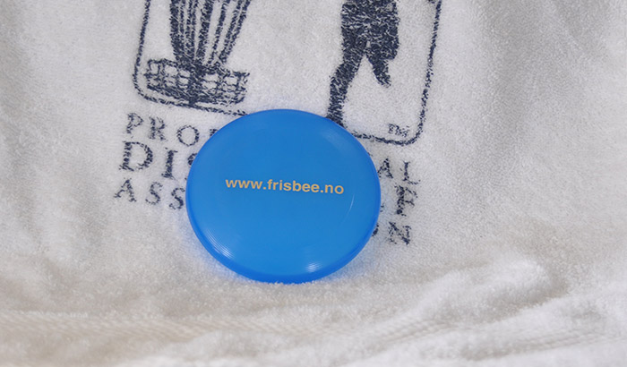are there benefits to using mini disc golf marker