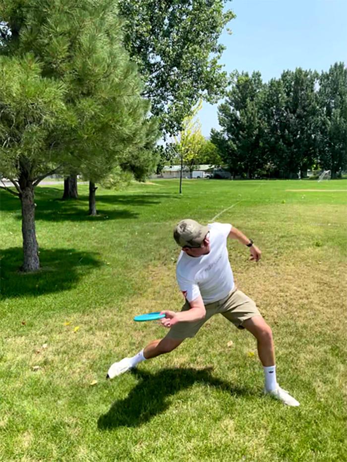 forehand disc golf throw