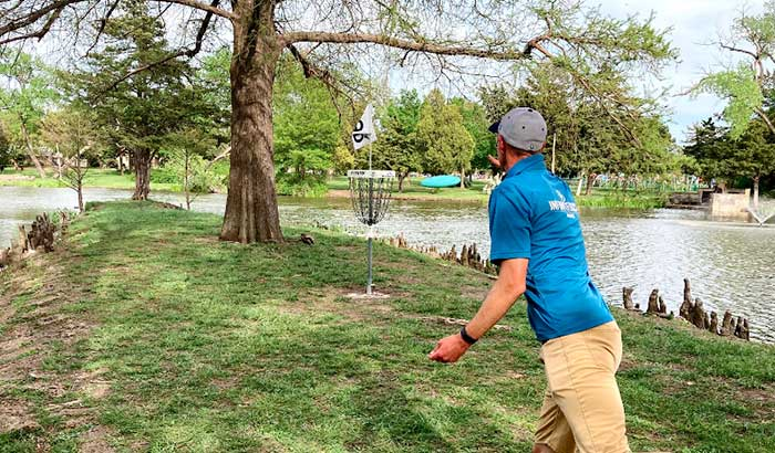 how to putt disc golf